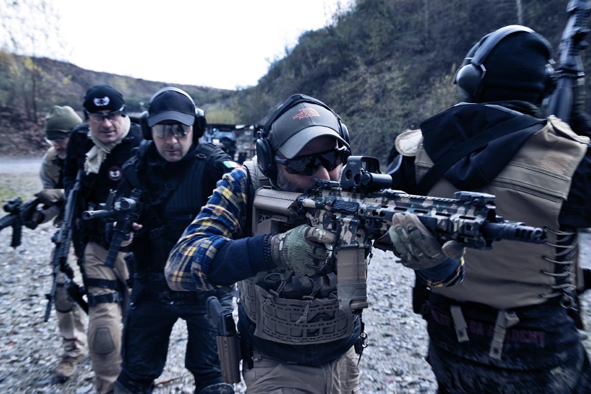 movimentazione in team con fucile d'assalto nei corsi di tiro operativo
