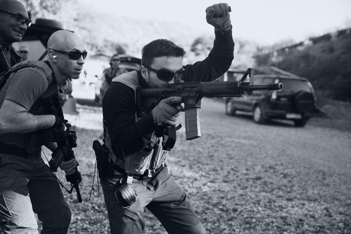 comunicazione in team nel tiro operativo con fucile arma lunga