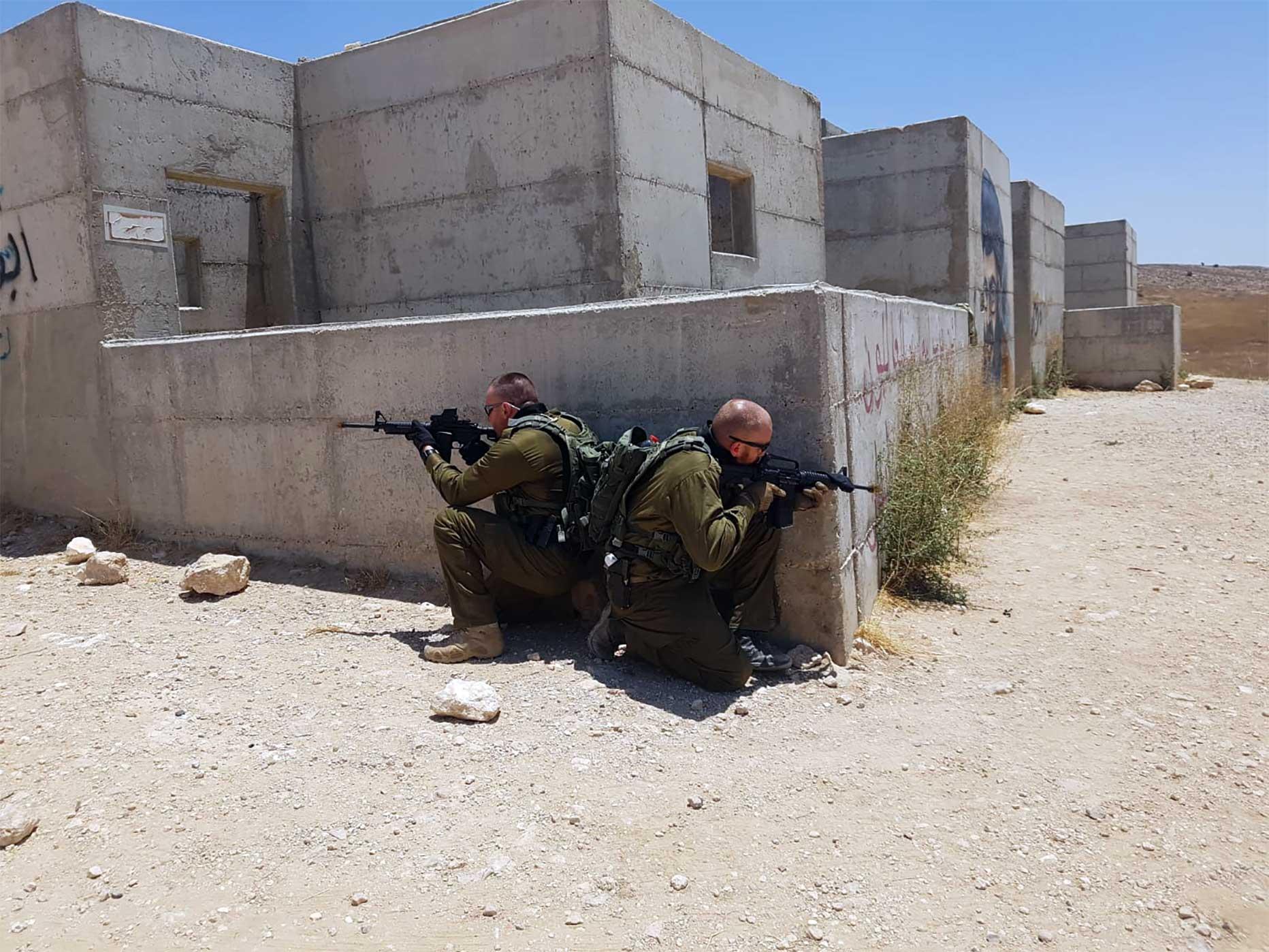 manuel spadaccini e daniele cattaneo addestramento in israele con fucile