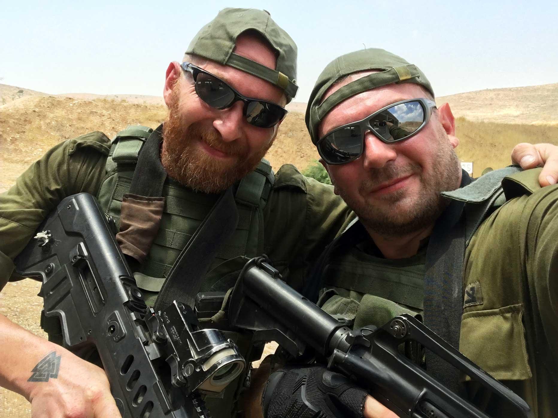manuel spadaccini e daniele cattaneo durante un'esercitazione in israele